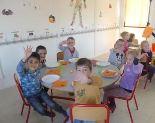 restaurant scolaire à la maternelle